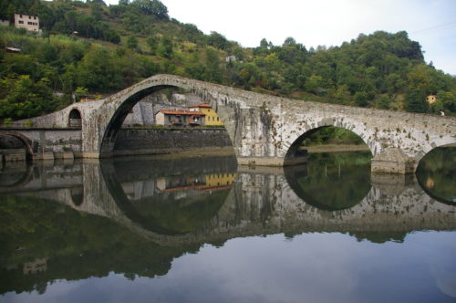 Ponte della Maddelena, thought to have been commissioned by Countess Matilde di Canossa.